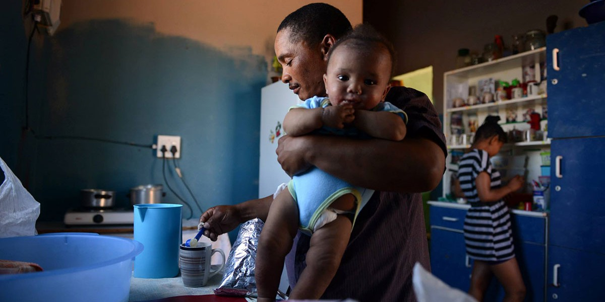 Violence is less likely in homes where fathers share chores equally